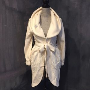 Alice & Olivia Winter White Tulip Wool Coat